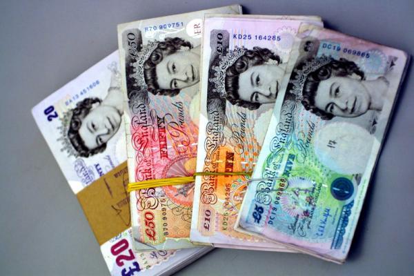 Pound Melemah Jumat Pagi, GBP/USD Diprediksi Kembali Turun ke $1,2000