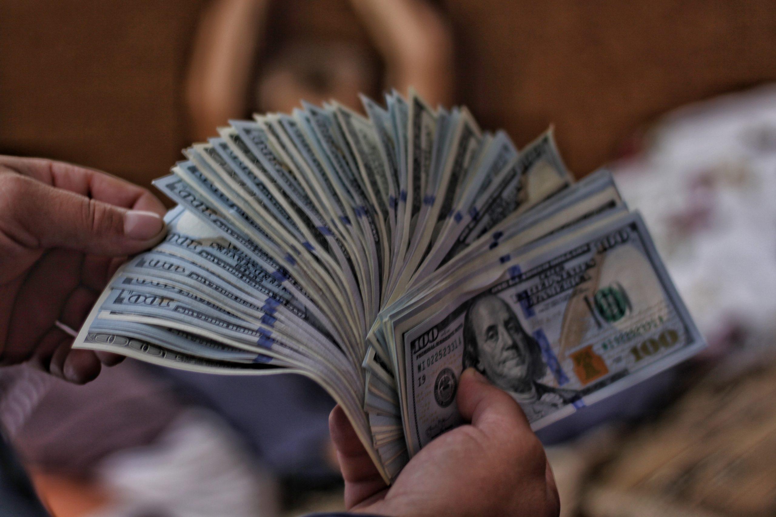 Indeks Dolar AS Tergelincir, Turun Hampir 1%