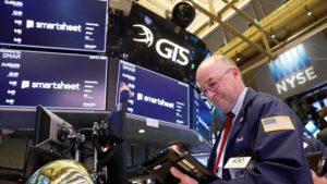 Tunggu Kabar Stimulus, Wall Street Berayun Kencang